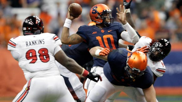 Syracuse's Terrel Hunt (10) throws a pass under pressure from the Louisville defense in the third quarter.