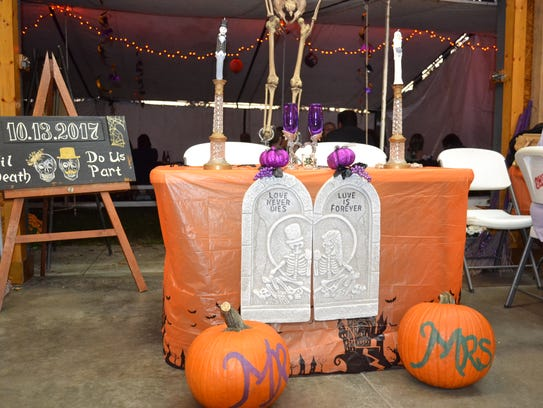The bridal table was decked out in Halloween décor.