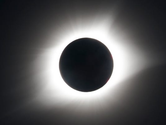 636390839411511443-Total-eclipse.jpg