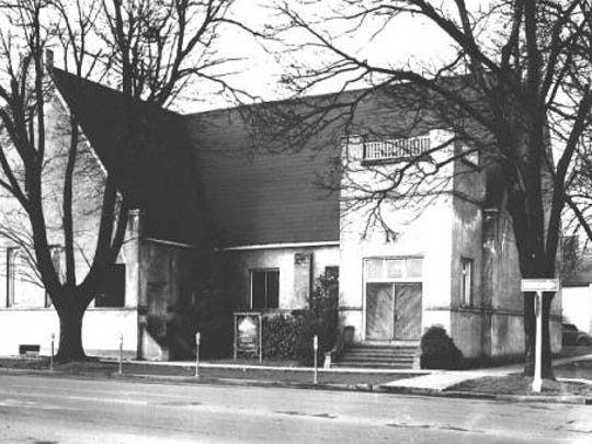 The second St. Paul's Episcopal Church is seen at Chemeketa and Church streets NE in 1953.