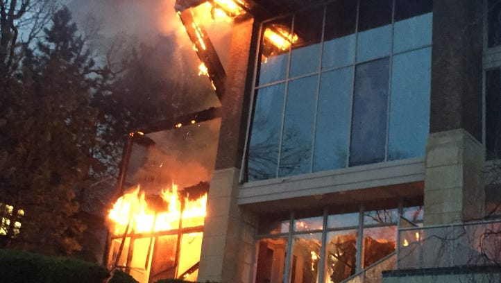 $2-million mansion burns in Bloomfield Township