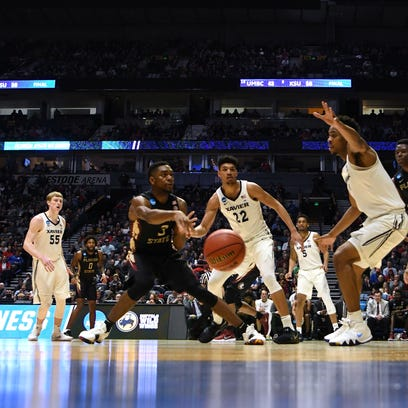 Florida State Seminoles guard Trent Forrest (3) passes