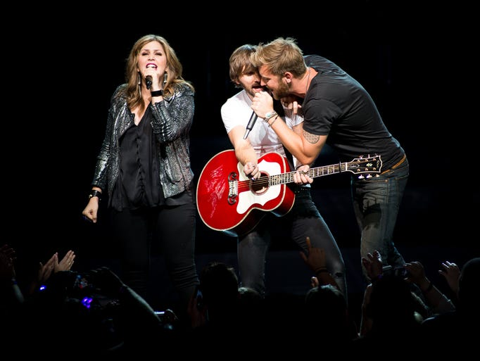 Lady antebellum at riverbend for Lady antebellum miscarriage how far along