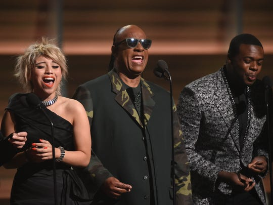 Pentatonix and Stevie Wonder (center) do Earth, Wind