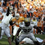 Jay Cutler (6) throws the winning touchdown against Tennessee in 2005.