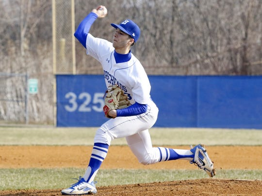 Mike Limoncelli delivers a pitch for Horseheads in