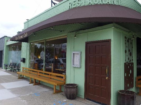Inn Season Cafe celebrates 35 years of gourmet vegan cuisine