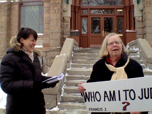 -fired teacher petition demonstration.jpg_20140227.jpg