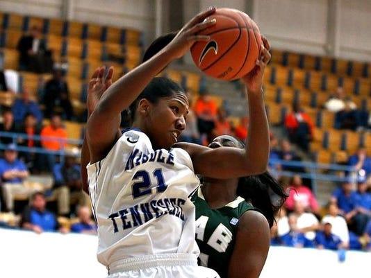-Rowe rebounds.jpg_20140313.jpg