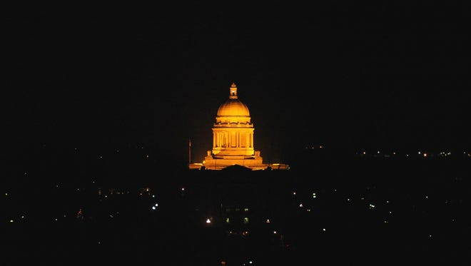 -  -Text: STAFF PHOTO BY BILL LUSTER-12/22/03- The in the state capitol at Frankfort.