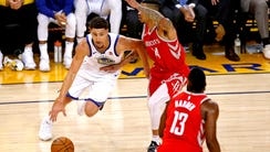 Golden State Warriors guard Klay Thompson (11) drives