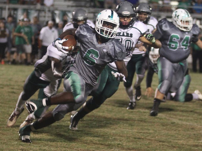 Darrian Felix of Fort Myers runs in a touchdown against