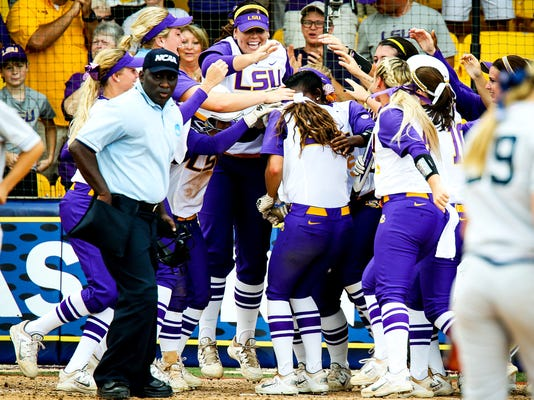 LR-LSUSoftballvsArizona-Game1_9484 copy.jpg