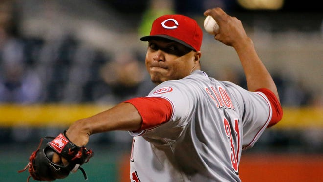 Cincinnati Reds starting pitcher Alfredo Simon (31) delivers during the seventh inning of a baseball game against the Pittsburgh Pirates in Pittsburgh, April 23, 2014.