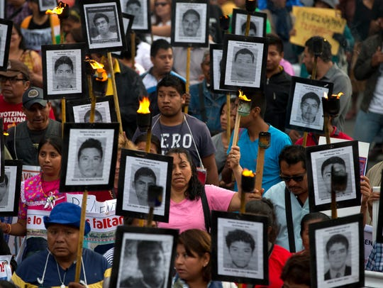 La búsqueda de desaparecidos suele realizarse por los familiares de las víctimas, a veces con ayuda de forenses extranjeros.