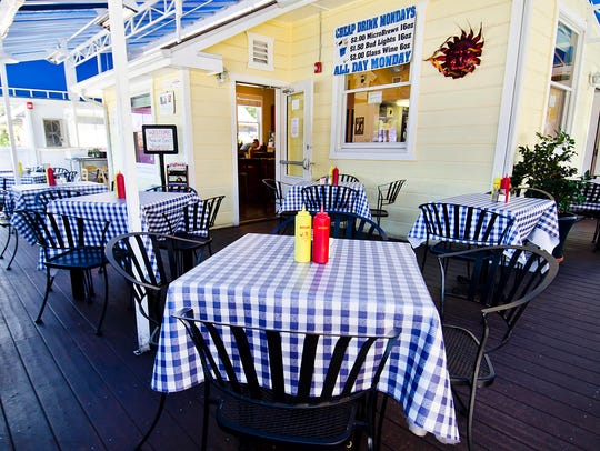 Bill's Grill offers gourmet burgers in a comfortable