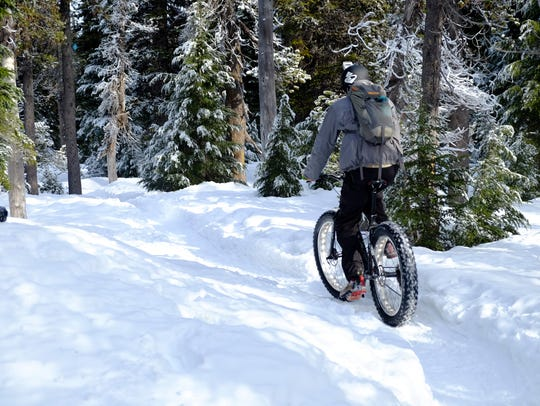 Zach Urness fat bikes the Todd Lake snowshoe trail