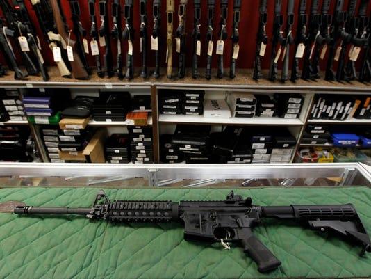 635762585771711006-gun-AP-Smallbiz-Guns-For-Christm