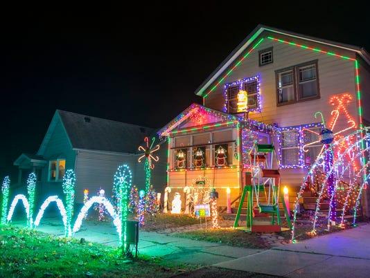 636467718574402132-Christmas-Lights-01.jpg