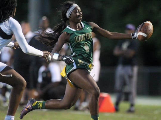 Lincoln's Kiarra Colson runs for a 20-yard touchdown