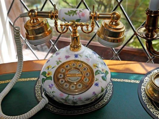 athome17-mckendry-telephone