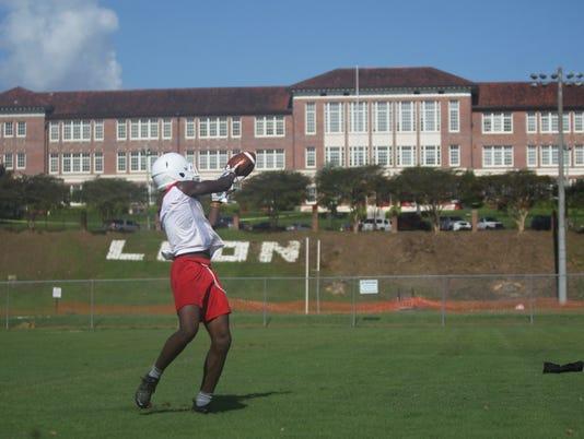 636685533697121564-First-football-practice-2018-173.JPG