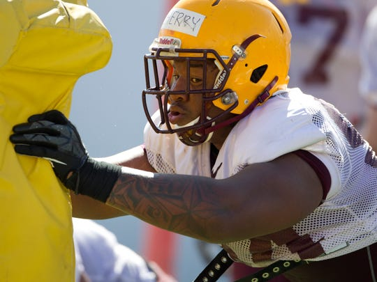 Demetrius Cherry works out during spring football practice
