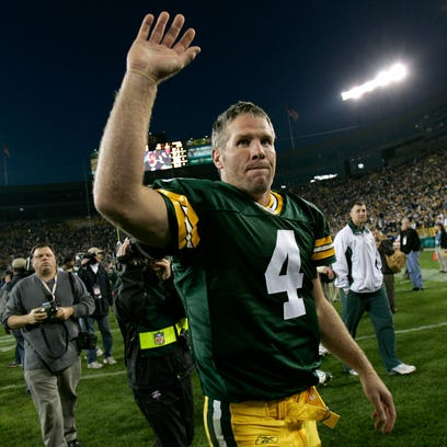 Packers quarterback Brett Favre waves to the crowd after defeating the Cowboys on Oct. 24, 2004, at Lambeau Field.