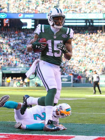 Brandon Marshall (15) waltzes into the end zone for