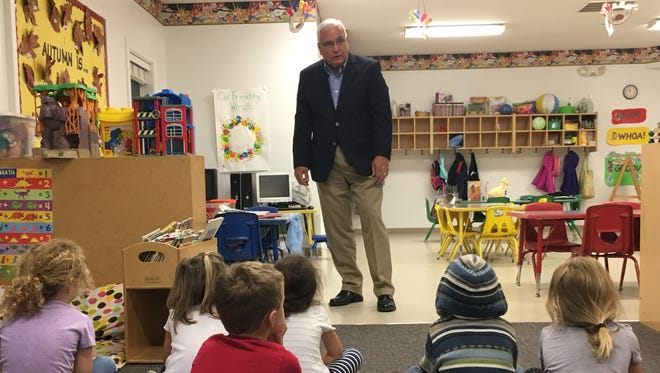 Mayor Larry K. Solomon helped Marci Thompson's class at Littlest Angels Learning Center in Union, participate in Election 2016 by choosing the best cookie.