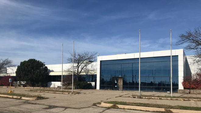 City Council voted on November 27, 2017 to rezone a land parcel at W. Holmes Road on Lansing's south side. The property, once a call center for Oldsmobile, has since fallen into disrepair.