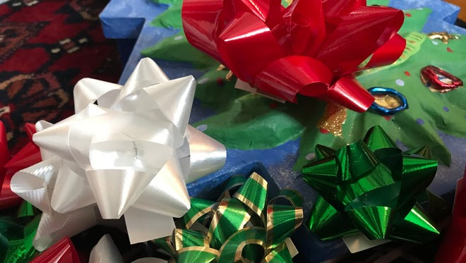 Paper decoration: Easy Paper Bow for gift box decoration. Gifts ...   373x660
