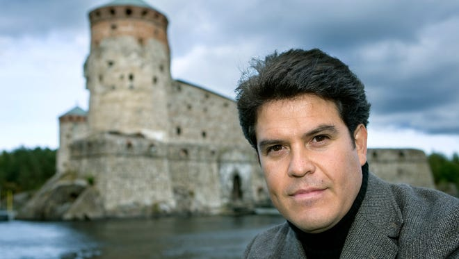 Maestro Claudio Ordaz, a graduate of the University of Texas at El Paso, founded the Savonlinna Camerata in Savonlinna, Finland. He studied under the late Abraham Chavez.