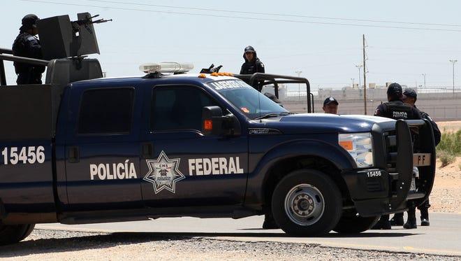"Federal police Saturday guard the road to Cefereso No. 9 prison outside of Juárez, where Joaquín ""El Chapo"" Guzmán is being held."