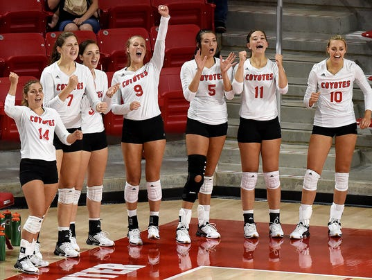 Coyote volleyball team makes arena debut a success