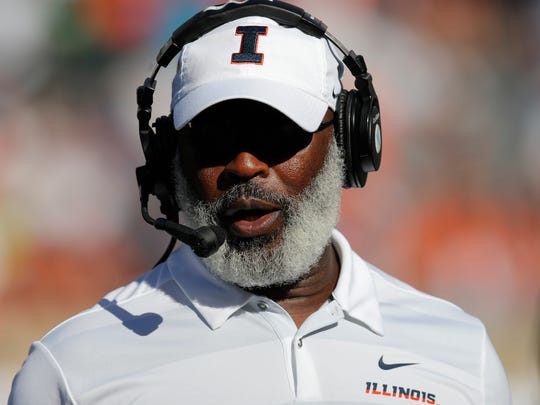 Illinois head coach Lovie Smith