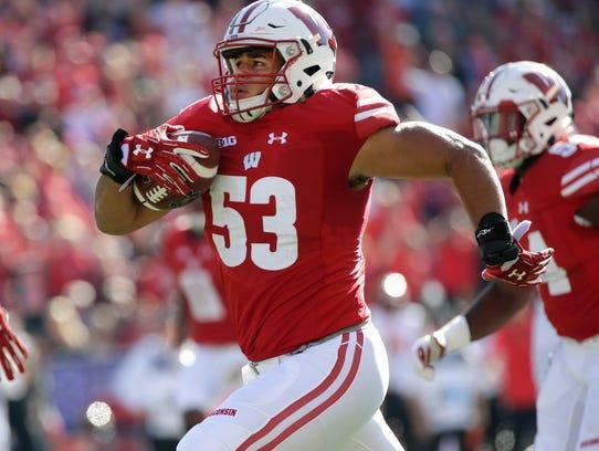 Wisconsin linebacker T.J. Edwards rumbles 54 yards