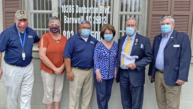 Bronze Star employees H. Dean Babb, Susie Dyches and J.J. Cruz were joined at their Barnwell office on Thursday, August 20 by Peggy Kinlaw, Rep. Joe Wilson and Barnwell County Council Chairman Ben Kinlaw as part of Wilson's district tour.