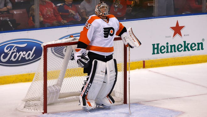 Steve Mason returned to Friday's practice, the first time he had a full skate with the team since last weekend.