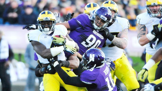 De'Veon Smith picks up a few tough yards during Michigan's 10-9 win at Northwestern last season.