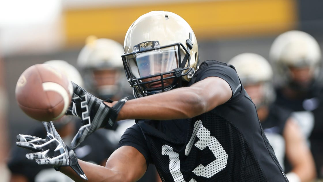 636059324913361223-laf-purdue-football-camp-day-1-15