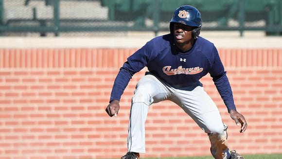 Auburn junior outfielder Anfernee Grier taking a lead