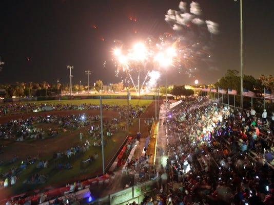 635716549108955192-TDS-PS-fireworks010