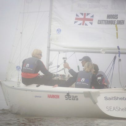 Sailors compete in practice during the 2016 Women's