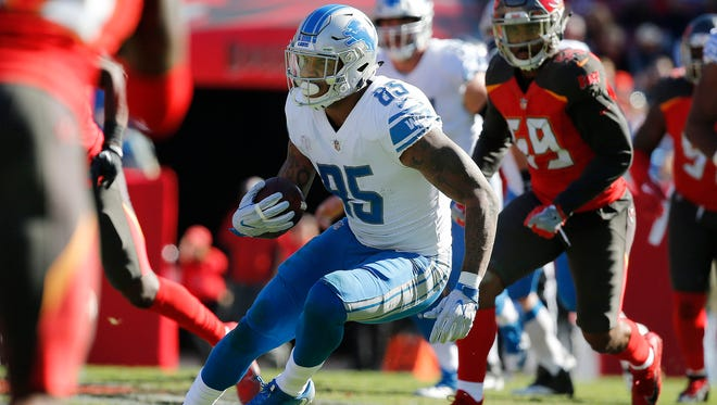 Detroit Lions tight end Eric Ebron (85) runs with the ball against the Tampa Bay Buccaneers during the first half at Raymond James Stadium.