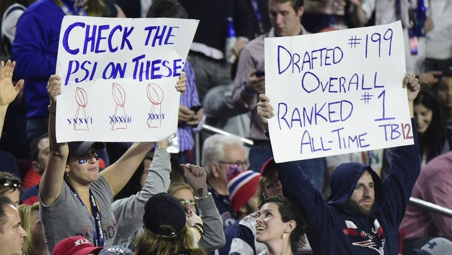 Patriots fans show support for embattled quarterback Tom Brady.