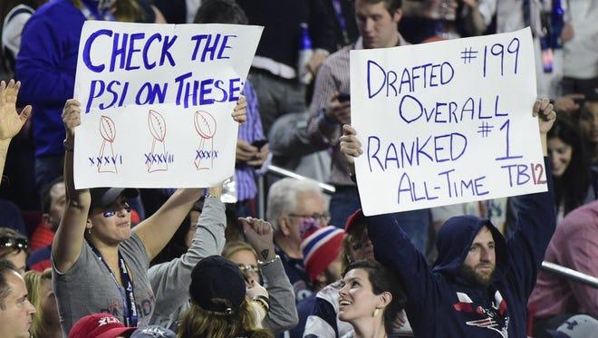 Patriots fans show support for embattled quarterback Tom Brady.