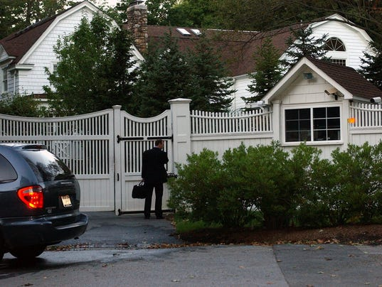 New castle limits traffic on clintons 39 chappaqua road Bill clinton address chappaqua
