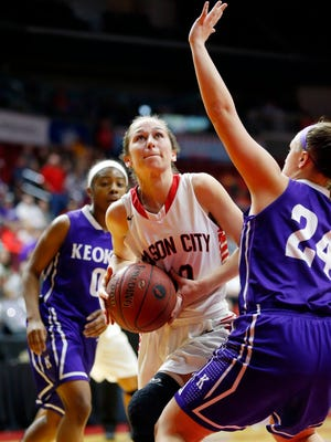 Megan Meyer of Mason City drives to the hoop in the class 4A Semifinal game with Keokuk Friday, March 4, 2016.
