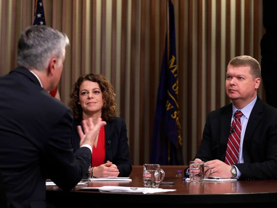 Moderator Mike Gousha (left) talks to Wisconsin Supreme Court candidates Rebecca Dallet and Michael Screnock on March 2 in Milwaukee.